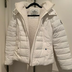 Hollister puffer jacket with hood